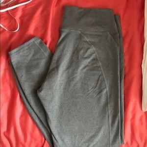 Light gray leggings.
